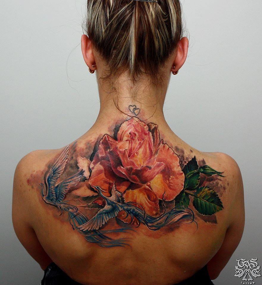 Roses are a good central point for a more complex tattoo. Here by Sergio Gas.