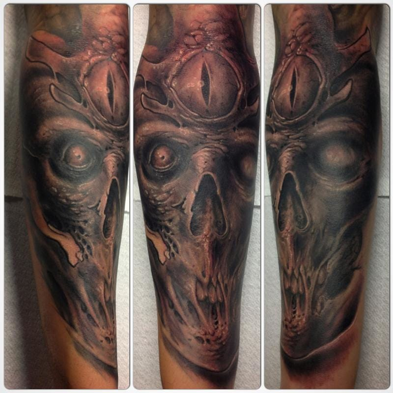 Primordial black and gray skull with amphibious third eye by Stefano Fabretti, offthemaptattoo