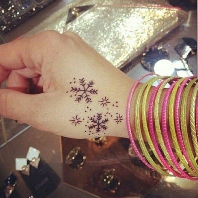 Snowflake tattoo/ Source: Instagram @girls_cute_tattoos