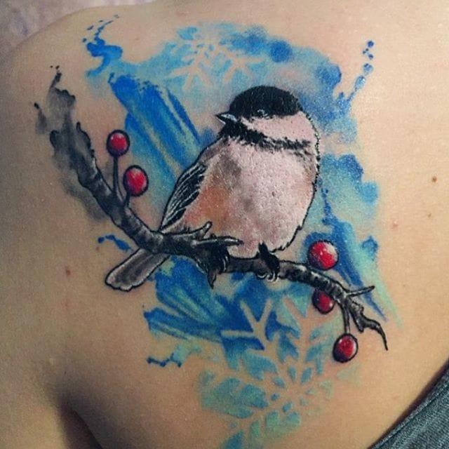 Xmasy robin tattoo/ Source: Instagram @inkludedtattooblog