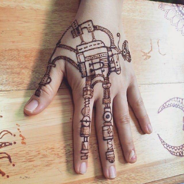 Stain Your Skin With These Rad Henna Tattoo Designs