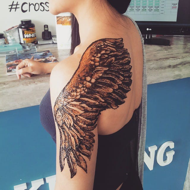 Beautifully detailed wing pattern henna tattoo designs that took many hours to complete. Photo from Instagram thesteadyhands
