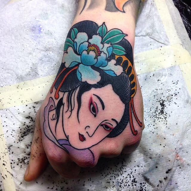 11 Enchanting Geisha Hand Tattoos