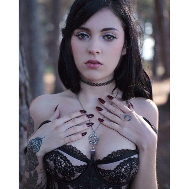 [Nsfw] Colombian Model Sara Calixto Is One Sexy Goddess!