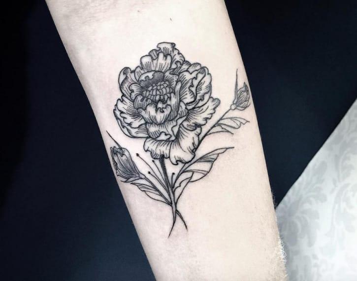 Peony tattoo by Sandra Cunha, Instagram @sandracunhaa.