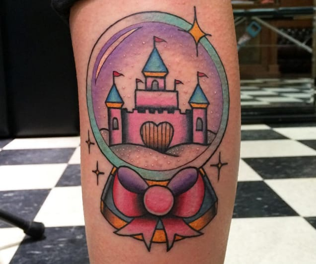 Heart castle by Kyle Plunkett (Instagram @tattoosbycharlos).