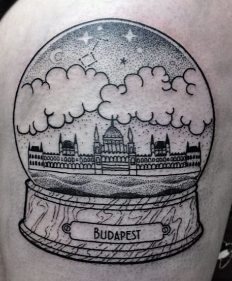 Budapest snow globe. Photo from Instagram @dorcaborca.