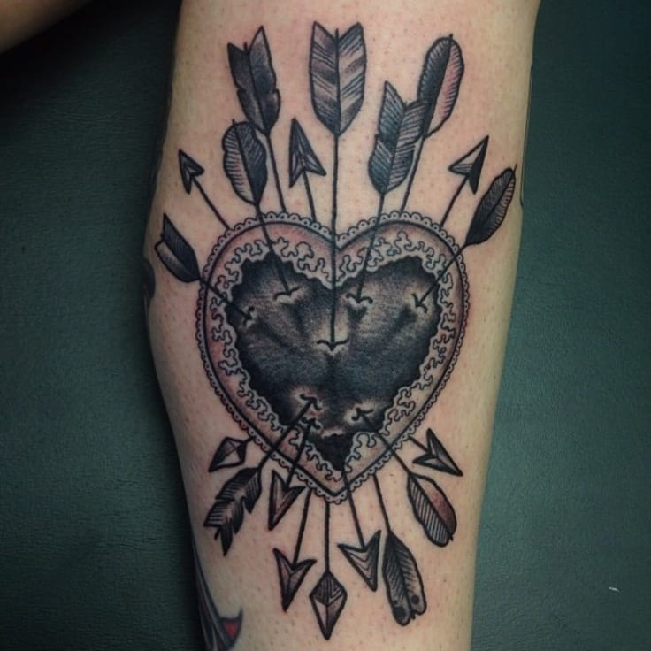 Props to the tattooer on working on that clean detail on this tattoo!