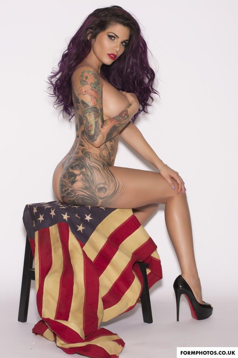 Cuban Goddess Cami Li Exposes Her Body Art On Miami Beach