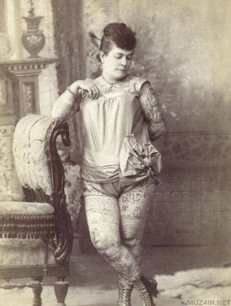 Nora Hildebrandt the first professional tattooed lady inked neck to toe with 365 designs