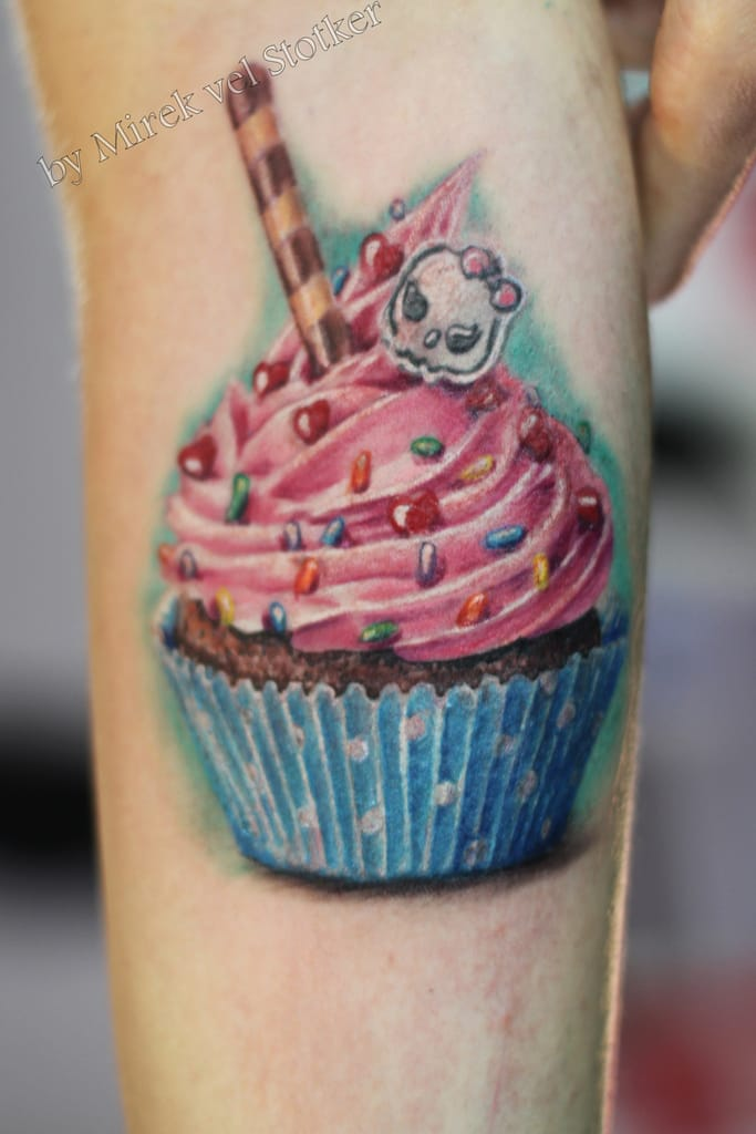Arrrgh this cupcake looks so sweet & inviting!!! Tattoo artist unknown.