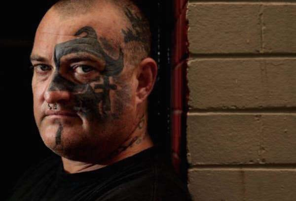 What a nightmare! Face tattoo, artist unknown