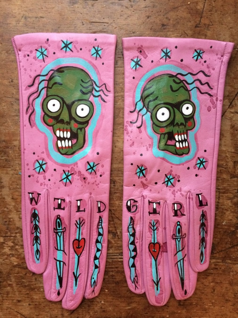 Pink hand-painted wearable gloves