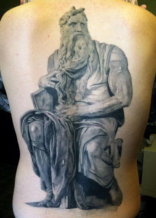 Sensacional tatuagem nas costas