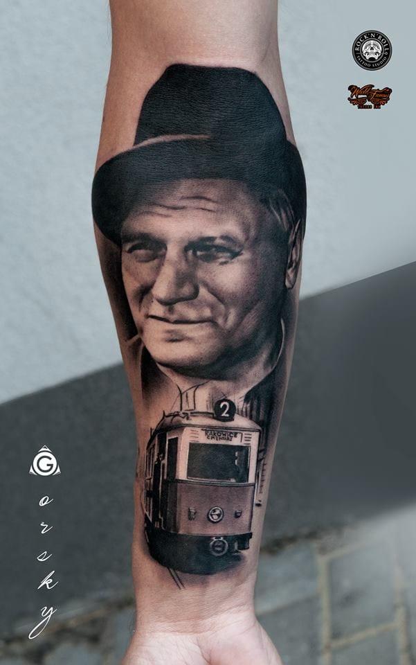 Maravilhosa tatuagem em preto e cinza!