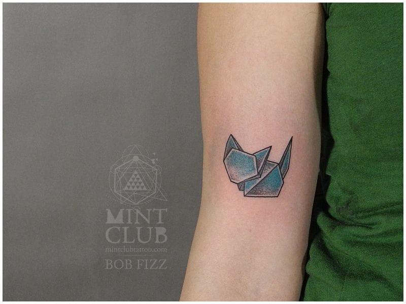 Small but cute: an origami cat by Bob Fizz.