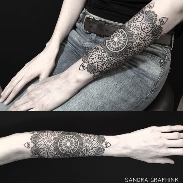 Dainty mandala by Sandra Graph-ink.