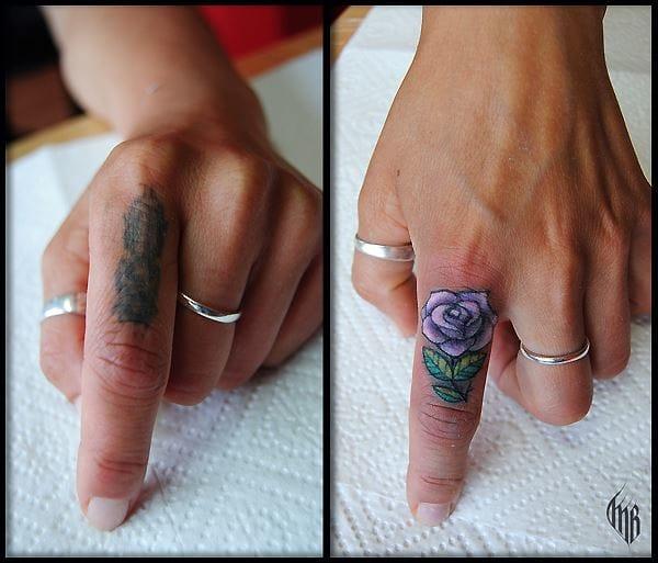 Olha ai a versatilidade do cara, tatuagem até no dedo!