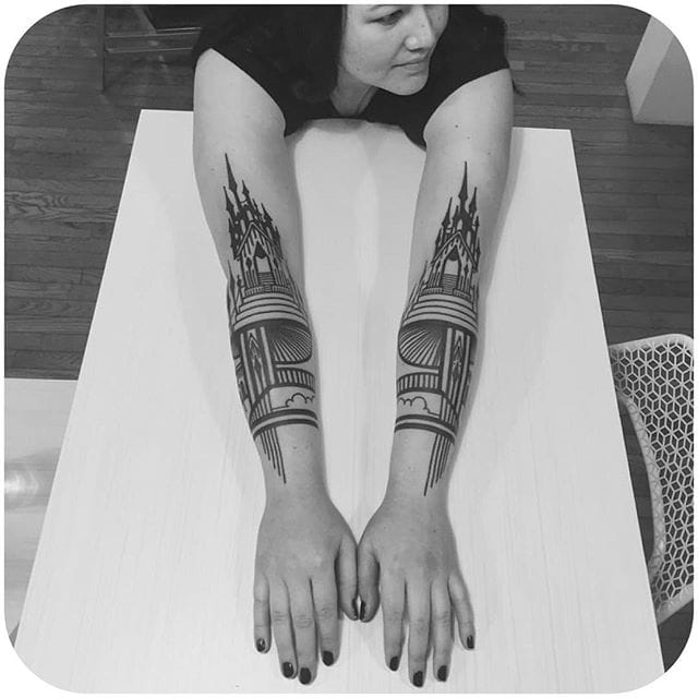 Hard to go wrong with these stunning minimalistic Blackwork designs. Instagram @thievesoftower