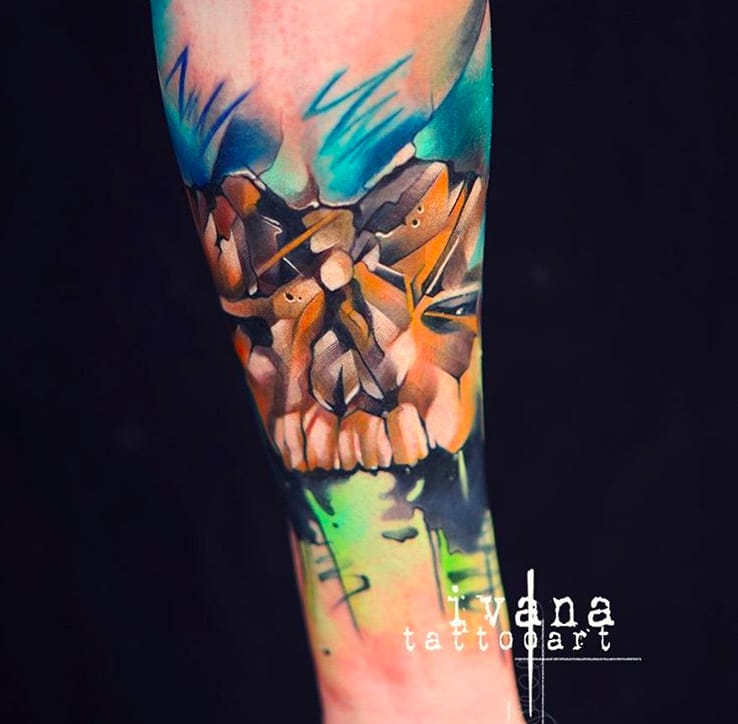 Amazing effects in this skull tattoo by Ivana Tattoo Art.