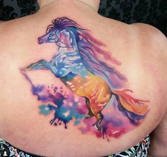 Brightly colored horse by Beynur Kaptan.