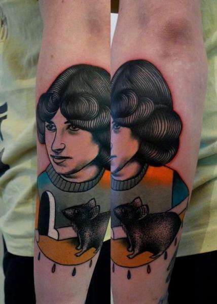 Mariusz Trubisz is a tattooer based in Wroclaw, Poland.