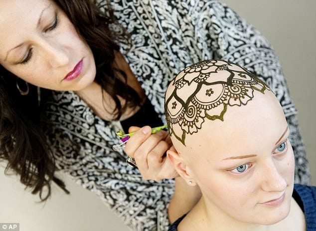 Henna Artist Offers Free Tattoos For Chemo Patients