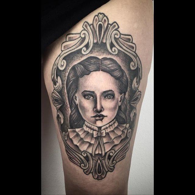 Framed girl portrait. Tattoo by Ela Pour