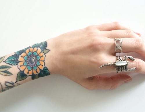 Nothing as bold and pretty at the same time as wrist tattoos for women. Tattoo via lisarayski/Tumblr #flower #wrist