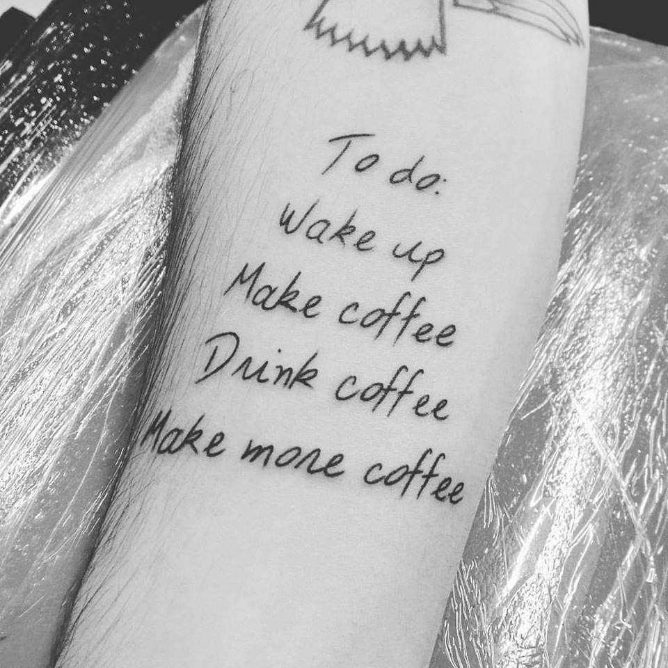 Belas tarefas diárias: acordar, fazer café, beber café, e fazer mais café!