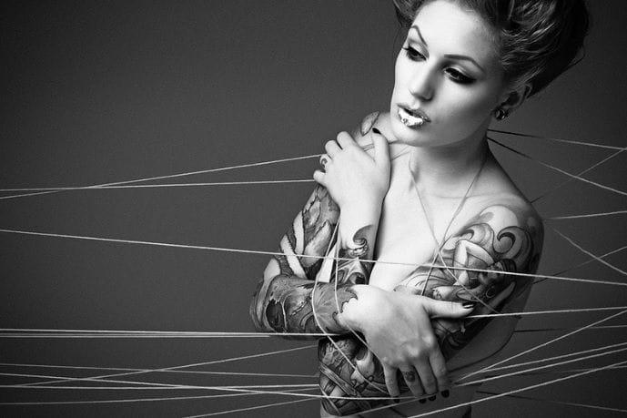 Artistic photographs of tattoo models look excellent! The sultry Cervena Fox by Alex Mills. #tattoomodel #tattoodobabe #cervenafox #alexmills