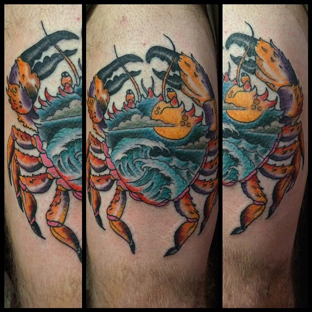 Check oute detail inside the body of this crab tattoo!