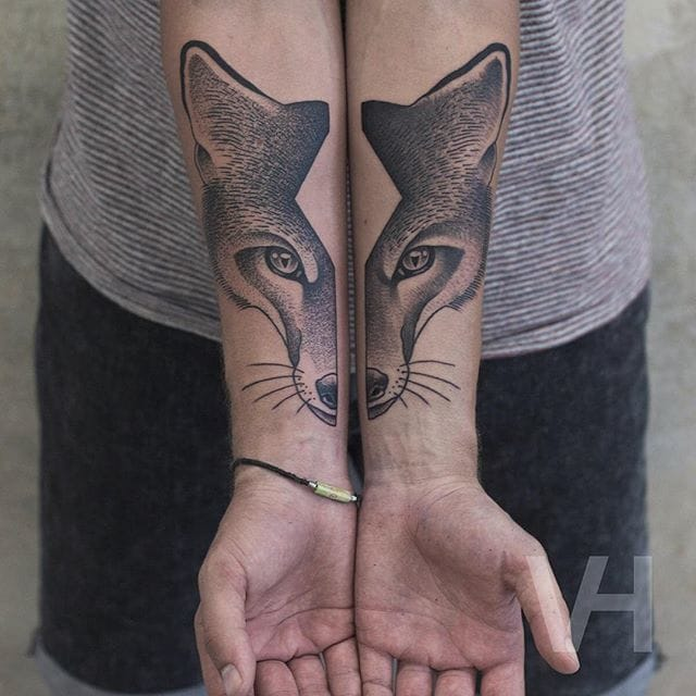 Symmetrical fox half-portraits