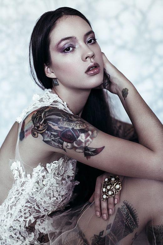 Tattoo models with dark skin and tattoos look so beautiful. Sexy lips of Ira Chernova shot by Nando Esparza. #irachernova #tattoomodel #tattoodobabe