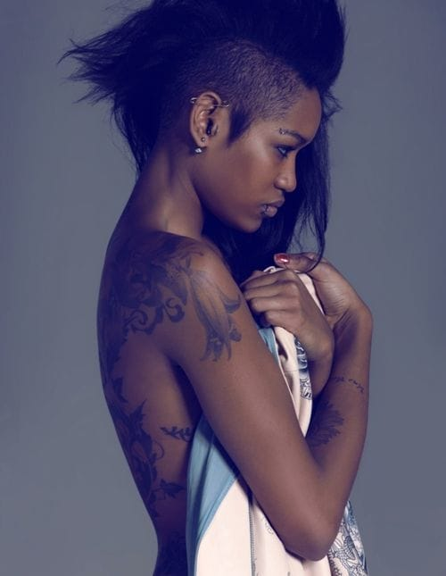 Tattoo models with dark skin and beautiful tattoos look so cool. Awesome hairdo of Kelly Palcy, shot by Anne Combaz. #kellypalcy #annecombaz