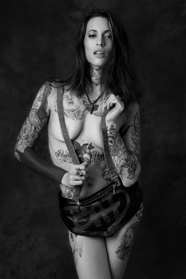 Voluptuous Lucy Heff shot by Leslie Launay. #tattoomodel #tattoodobabe #lucyheff