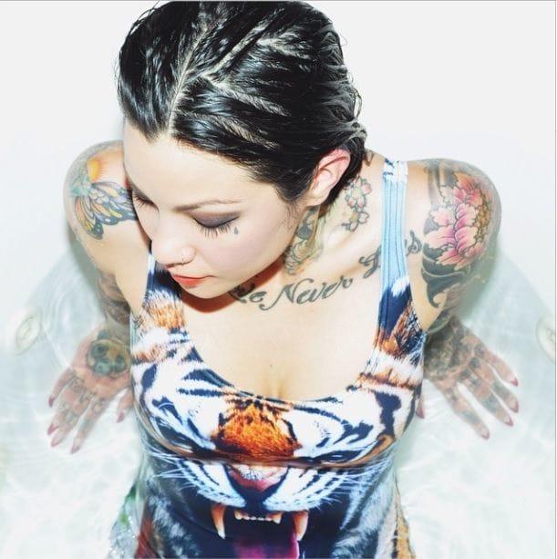 Getting wet with photographer Morgan Olivia Newton. #tattoomodel #tattoodobabe