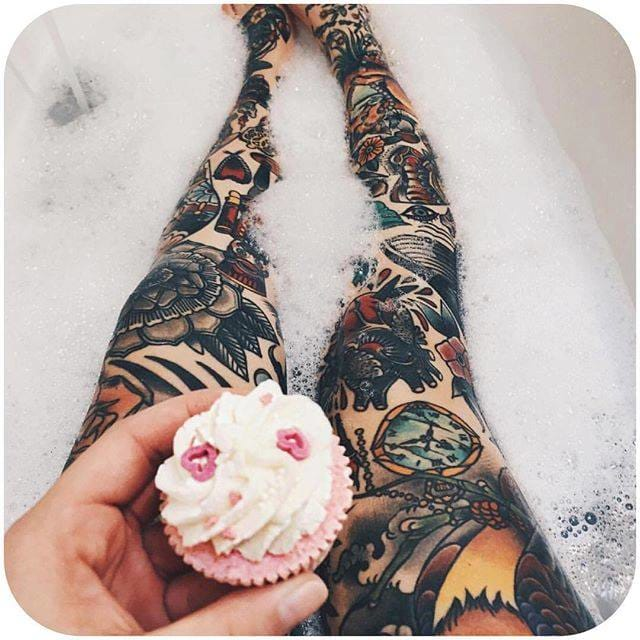 7. because if you're bubble-bathing without cupcakes, you're doing it wrong. @thesoundofbreakingup