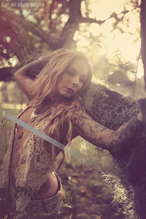 Tattoo artist Teneile Napoli got some censorship for her hotness, by Thomas Mathew Photography. #tattoomodel #tattoodobabes