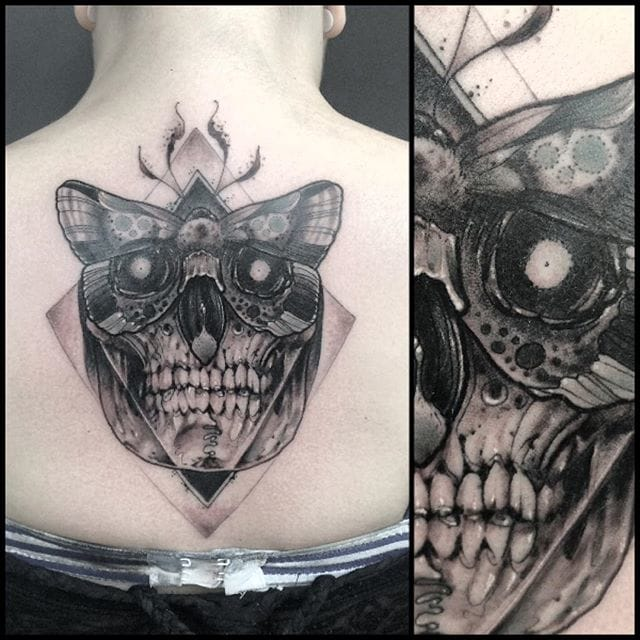 Rad concept on this stomach tattoo by Leny Tusfey