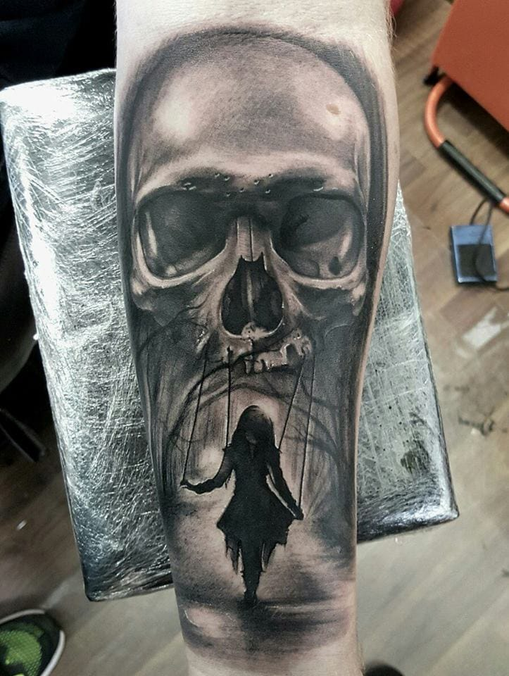 Muito maneira essa tattoo! Seríamos marionetes da morte?