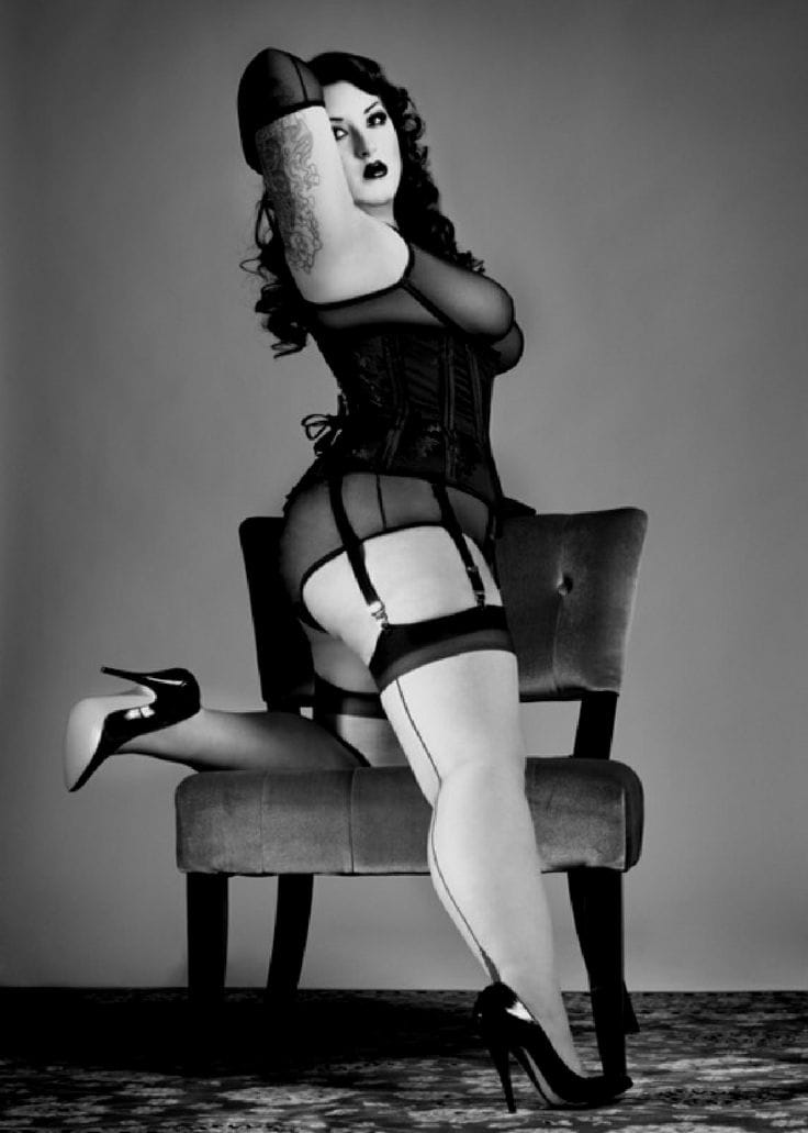 This voluptuous babe would do Betty Page proud with this saucy pose. Kerosene Deluxe