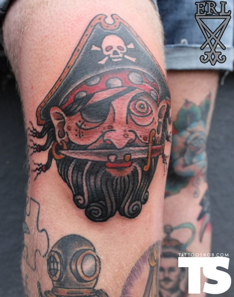 Badass knee tattoo by Simon Erl!