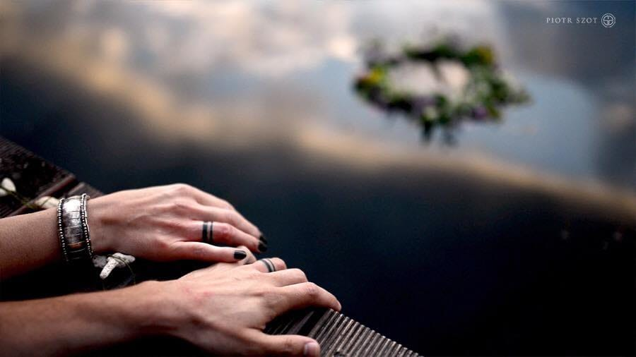 10 Romantic Wedding Ring Tattoo Ideas