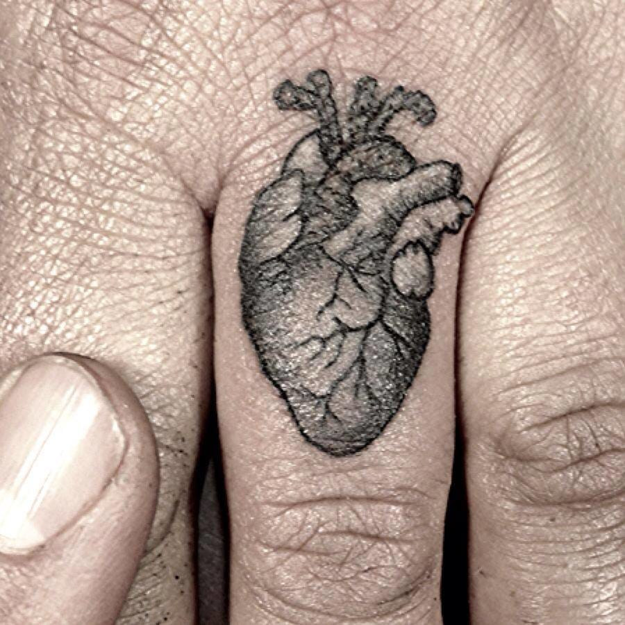 You can wear your heart on your finger to show your organ is beating for your better half. Via Riccardo Martinelli.