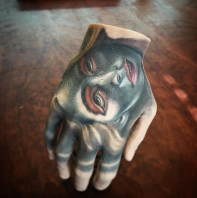 Hand tattoo by Fabz Tattoo. Photo: Instagram.