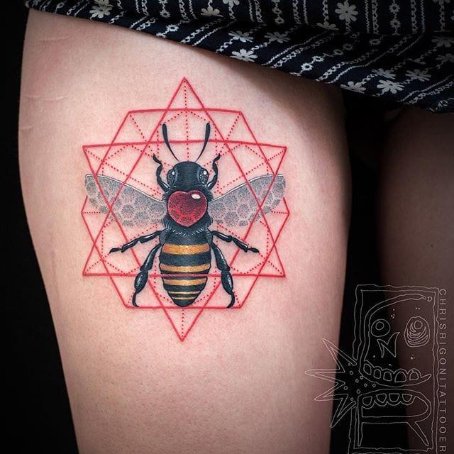 Awesome bee tattoo #ChrisRigoni