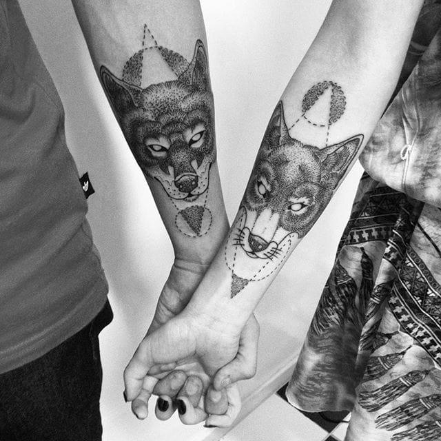 Matching animal tattoos by @donega/Instagram #coupletattoo #fox #animal #geometric #blackwork #fineline