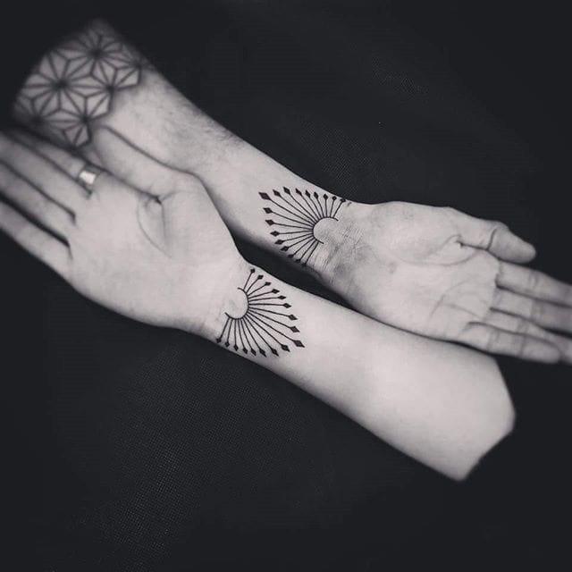 Matching geometric tattoos by Alon Stern #geometric #matching #alonstern