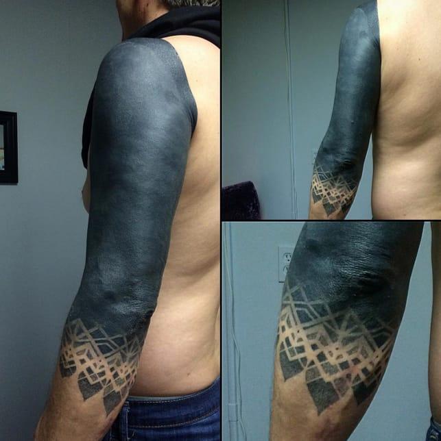 Blackout sleeve tattoo by Jasn Basn. Photo: Instagram. #sleeve #blackout #allblack #trend